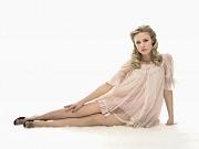 Kristen Bell Showing Sexy Legs