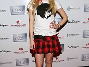 Avril Lavigne Shows Sexy Legs