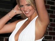 Kate Upton braless shows side boob