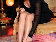 Kate Winslet leggy in black skirt