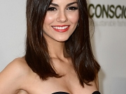 Victoria Justice showing cleavage