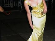 Scarlett Johansson shows her boobs