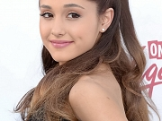 Ariana Grande leggy shows cleavage