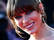 Milla Jovovich showing side boob