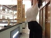 Milana Vayntrub - curvy babe dancing in a hallway with slomo